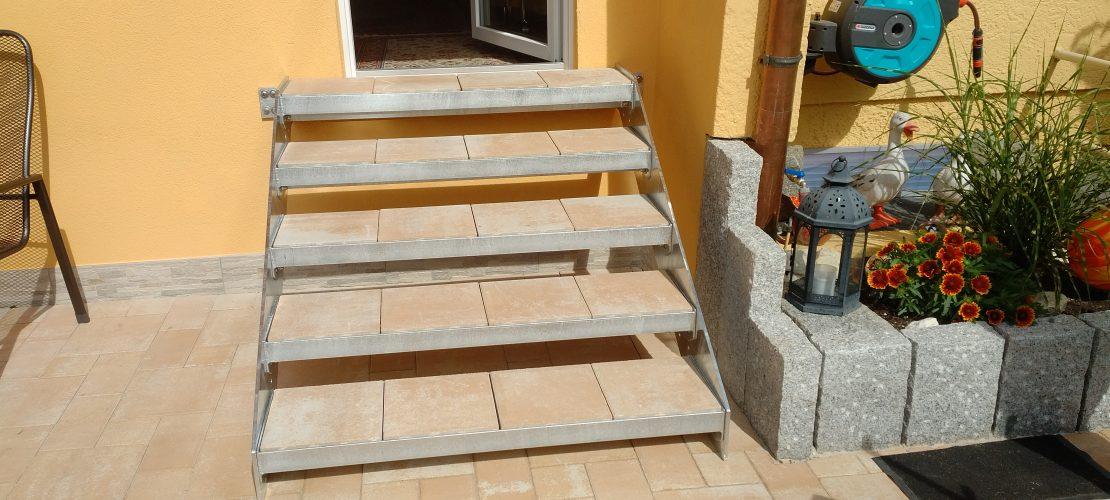 Außentreppe Steinstufe