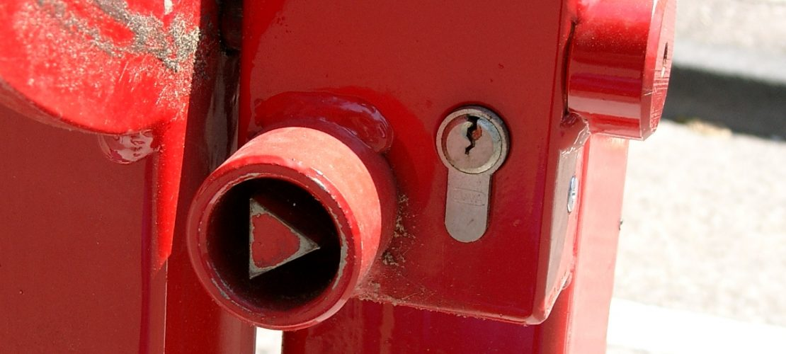 Halbschranke mit Kombischloß Profilhalbzyliner Feuerwehrdreikant