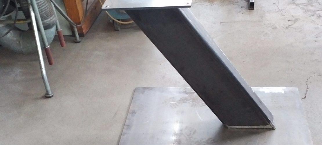 Tischgestell schräg Stahl