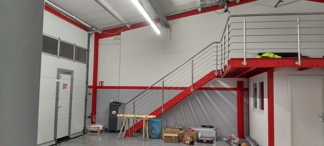 Zwischenboden mit Geländer